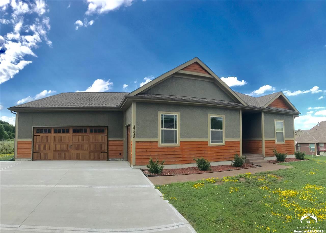 22350 W Cedar St, Tonganoxie, KS 66086