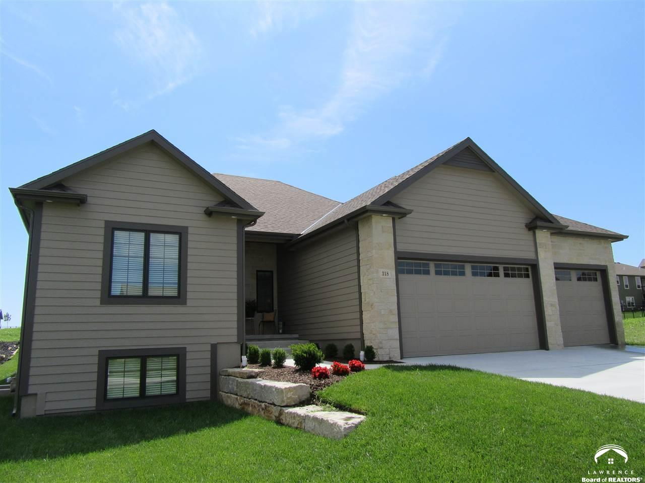 318 Headwaters Dr, Lawrence, KS 66049