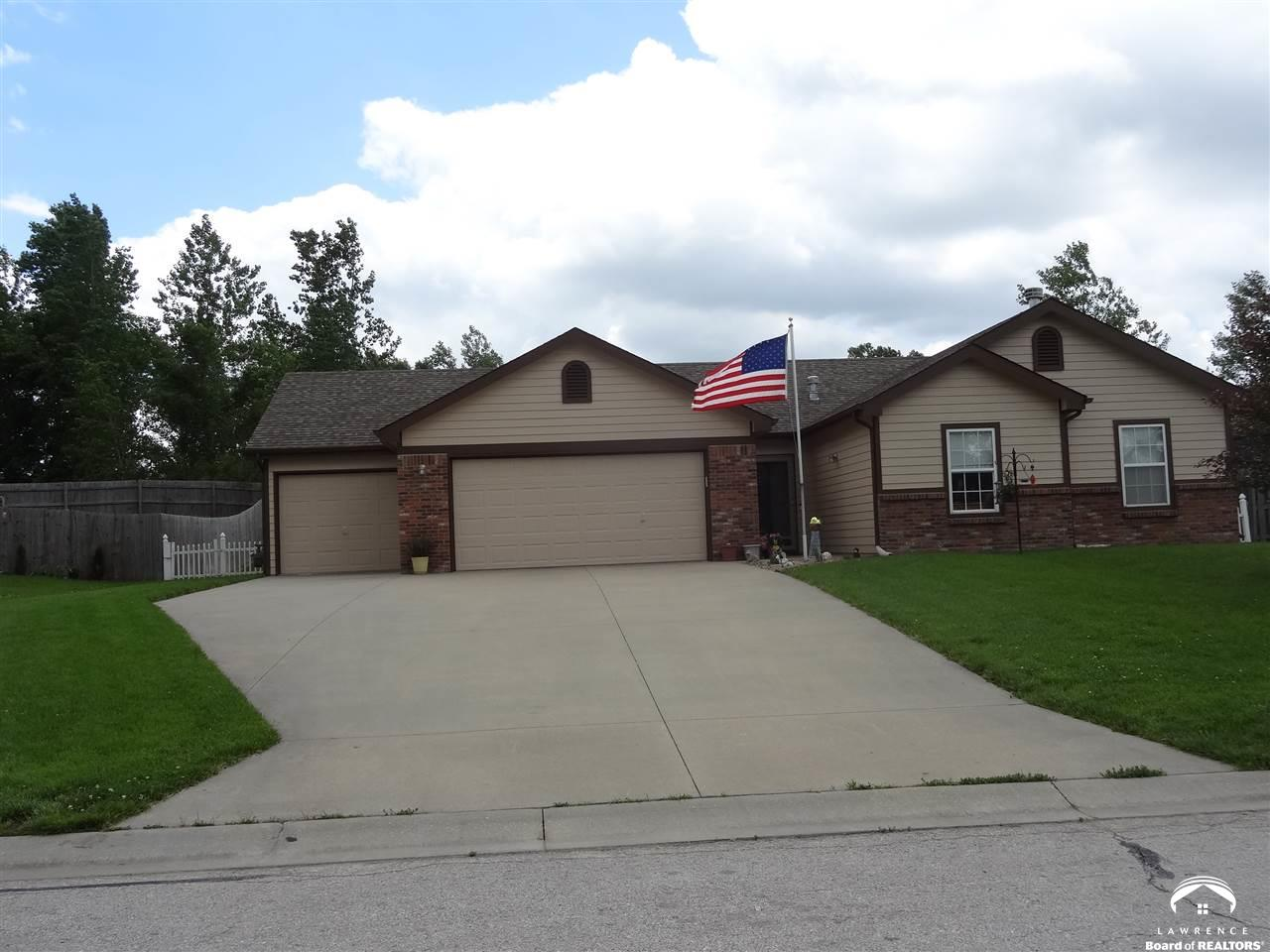 2310 Valley View Dr, Tonganoxie, KS 66086