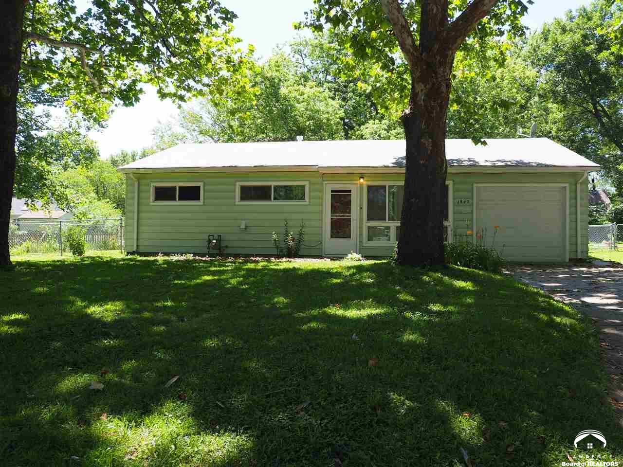 1949 SW Edgewater Terrace, Topeka, KS 66604