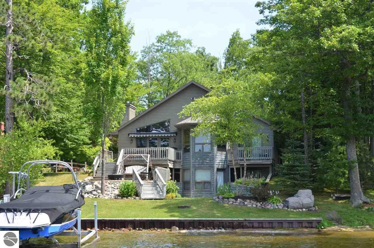 3 bedroom waterfront homes for sale on long lake in northern michigan