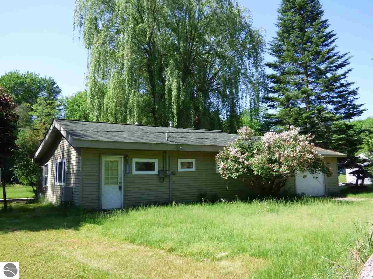5995 N Silver Pines Drive, Bellaire, MI 49615