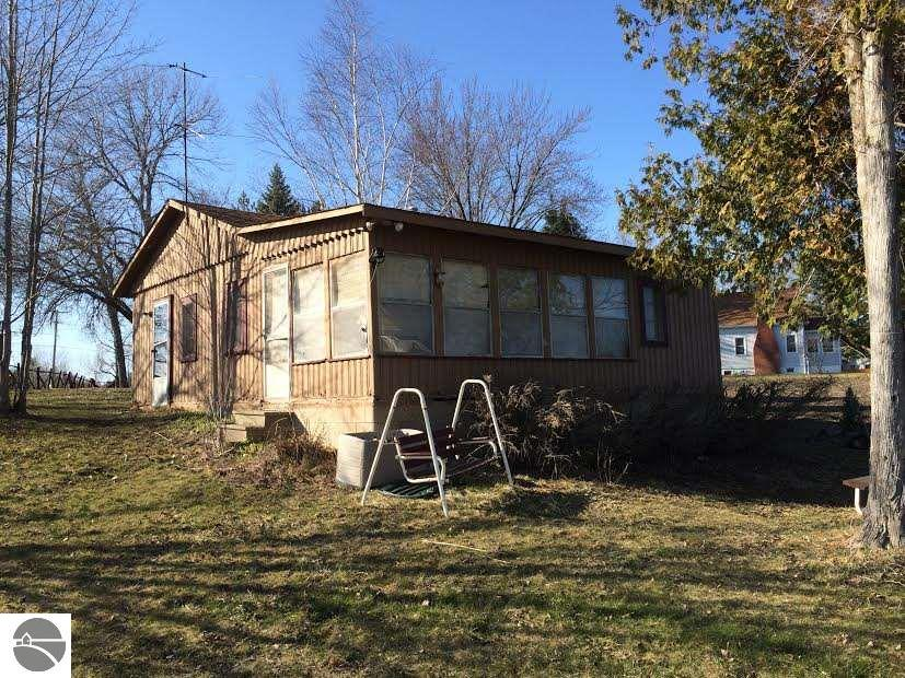 2 bedroom waterfront homes for sale on long lake in northern michigan