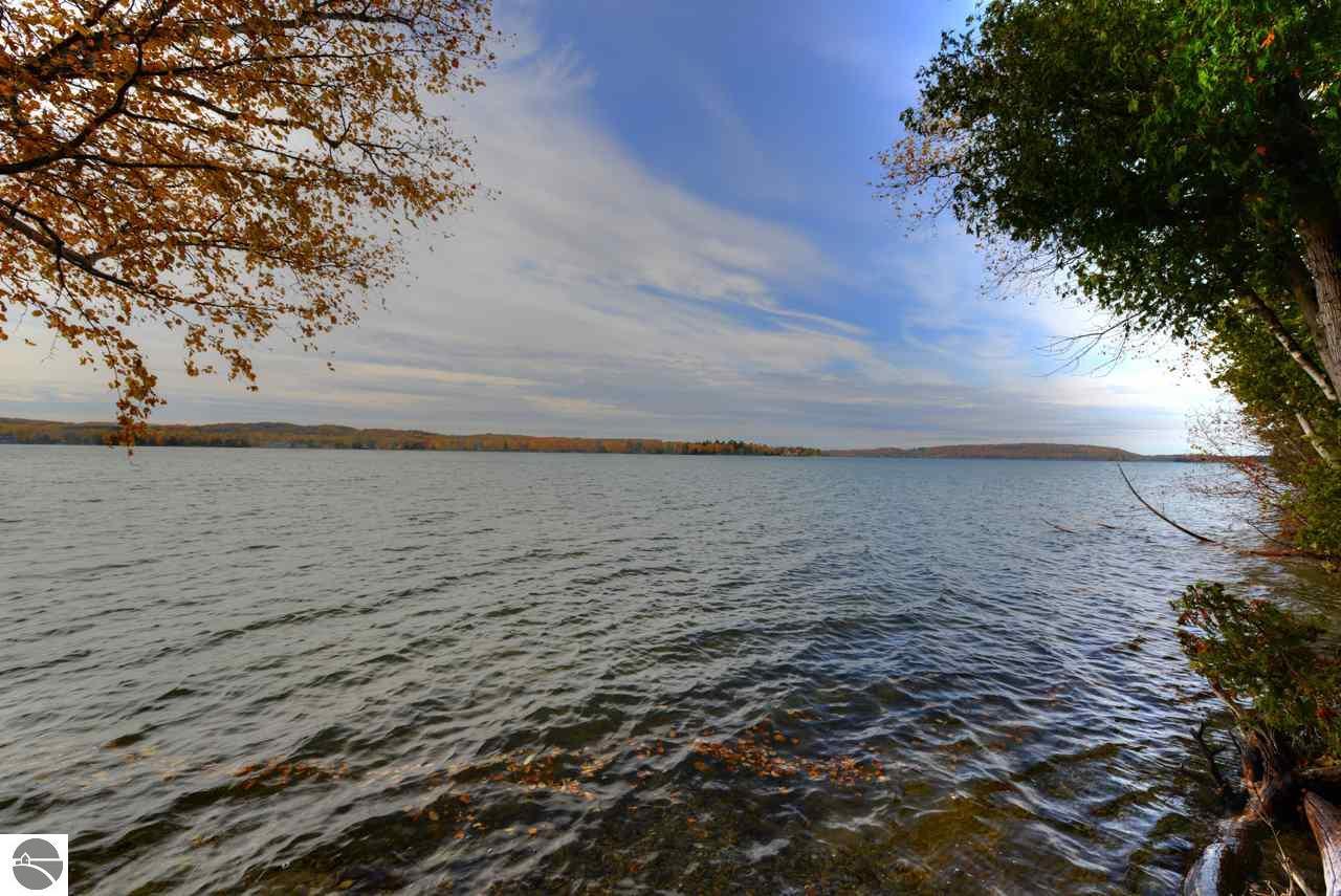 1321 N Sunset Shore Drive, Lake Leelanau, MI 48430