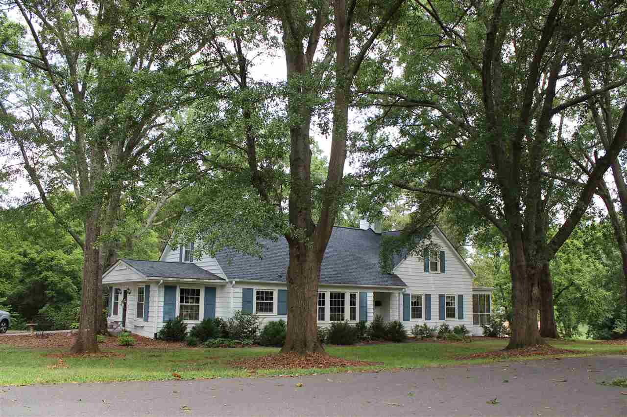 137 N Magnolia St, Forest City, NC 28043