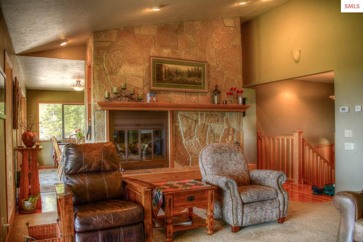 135 Knoll Top Dr, Sandpoint, ID 83864