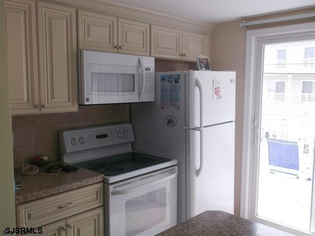 1343 West Ave, 2nd Fl - Picture 3