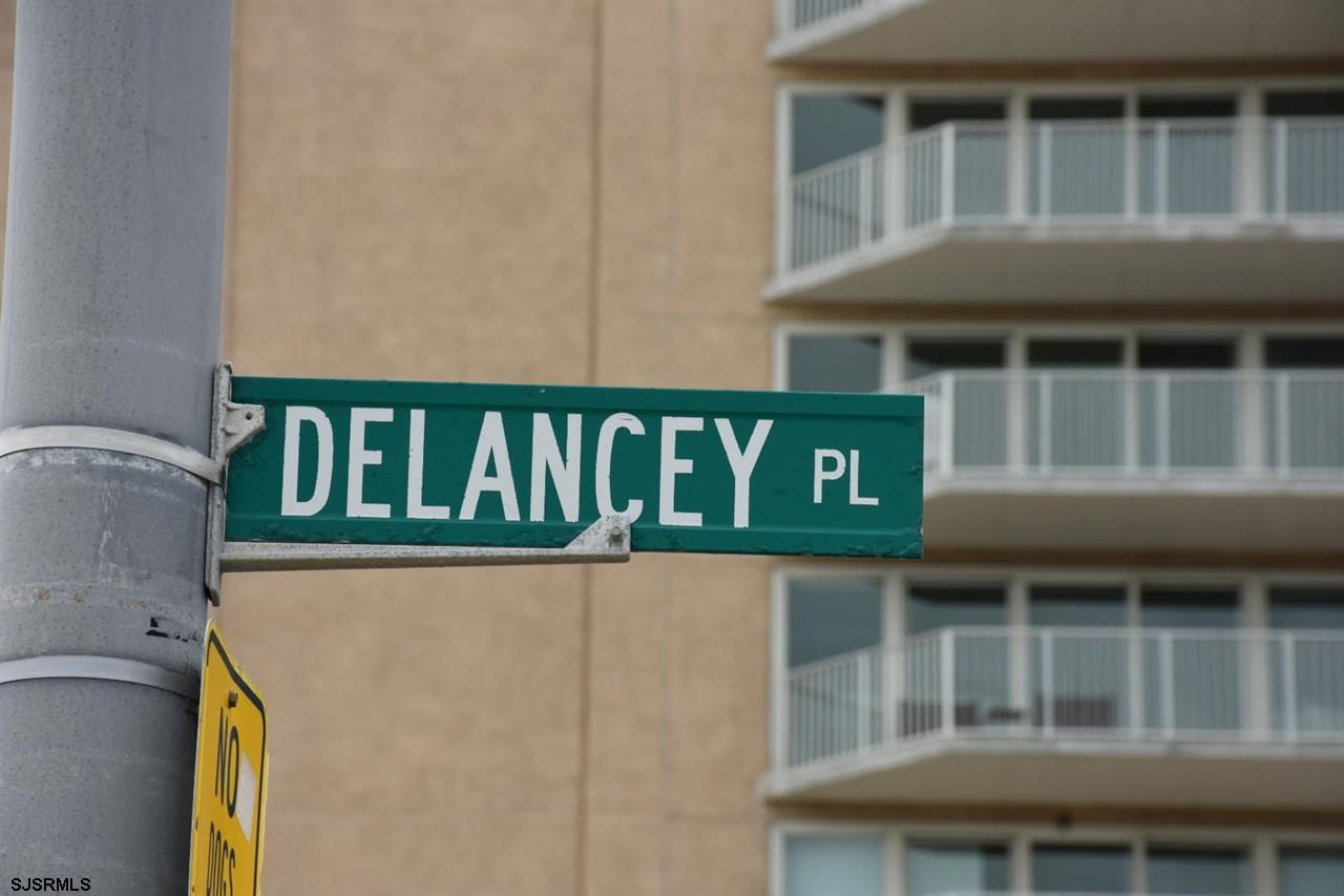 809 Delancey Pl - Picture 4