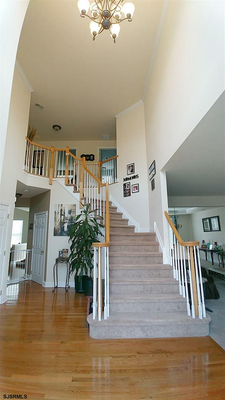 Grand open, 2 story foyer!