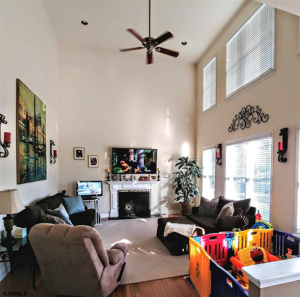 Extra large family room w/ gas fireplace & soaring ceilings