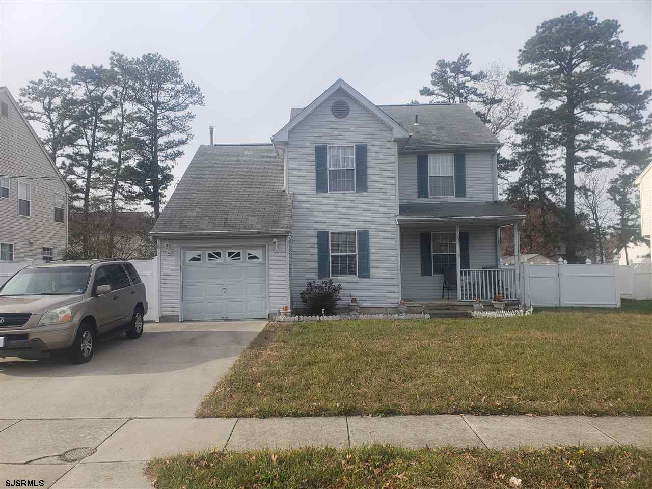 Don't miss out on this well maintained, move in ready home.  Nice quiet neighborhood.  Carpet on upp