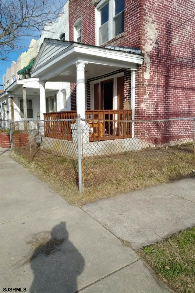 Good Investment Property.3 Bed 1 Bath brick corner 2 story corner unit  in good condition. Previous