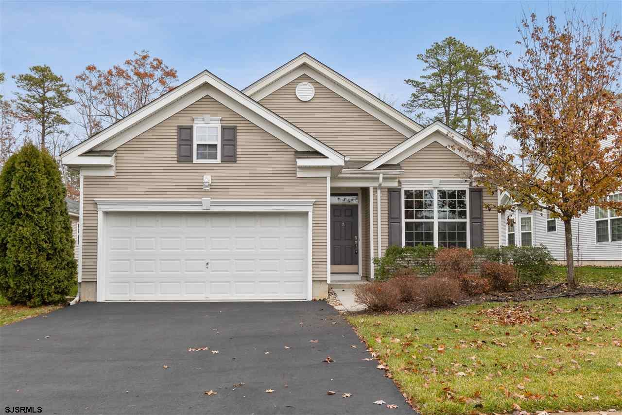 Four Seasons!!! Three bedroom home, formal living and dining room, Family room that leads to the rea