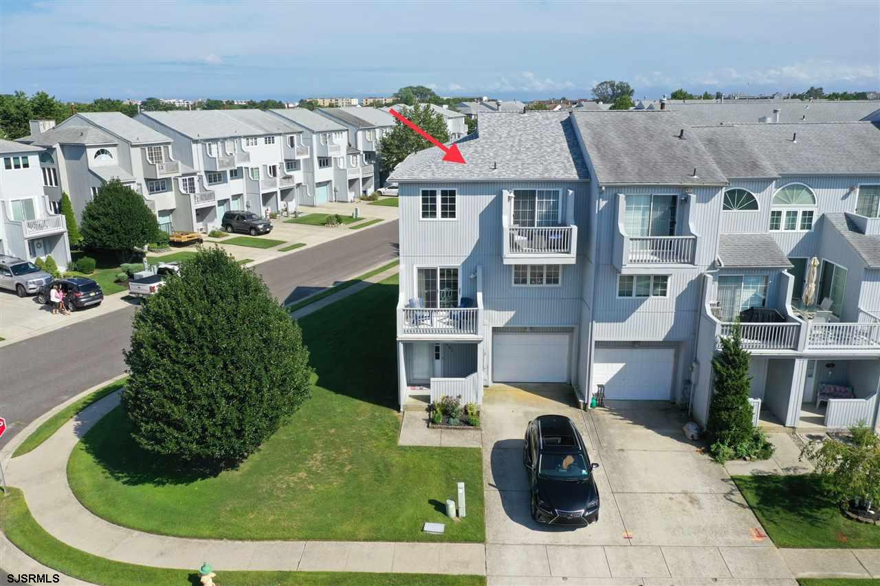 COMING SOON!!!! 12/30/19 The Moorings ....This Multi-Level Bright & Sunny Fee Simple End Unit Town H