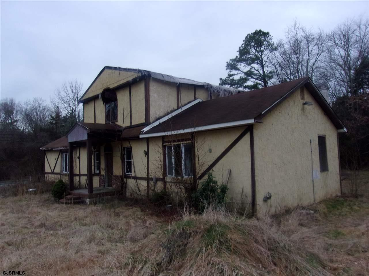 2594 Sq ft 4 beed 3 bath on a 99 X 279 ft lot in need of total rehab. The well and septic were insta