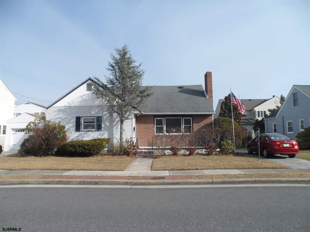 Great home and great neighborhood in Margate priced to sell.  Perfect starter home near the award wi