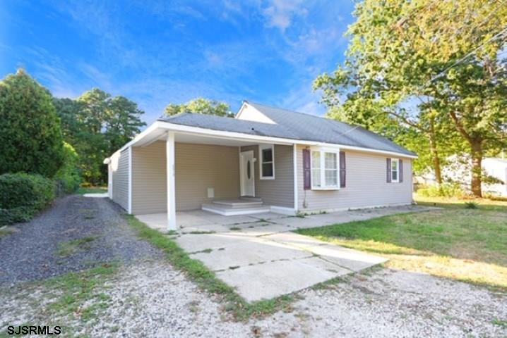 Picture perfect 3 bedroom 2 bath home on 1.5 Acres... Beautiful flooring, a great kitchen,dining are