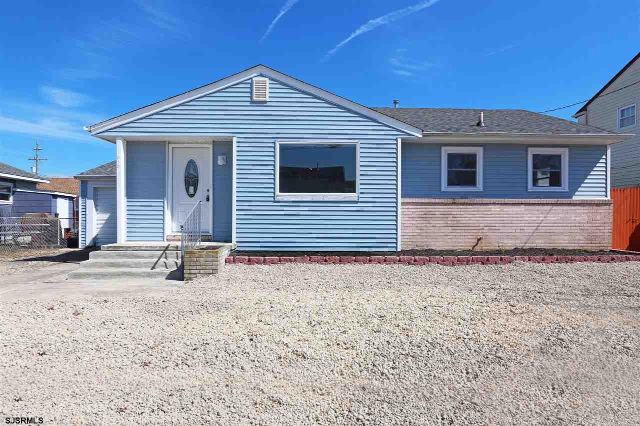 Stunning beach house. 3 bedroom rancher. Beautiful kitchen with granite and stainless steel applianc