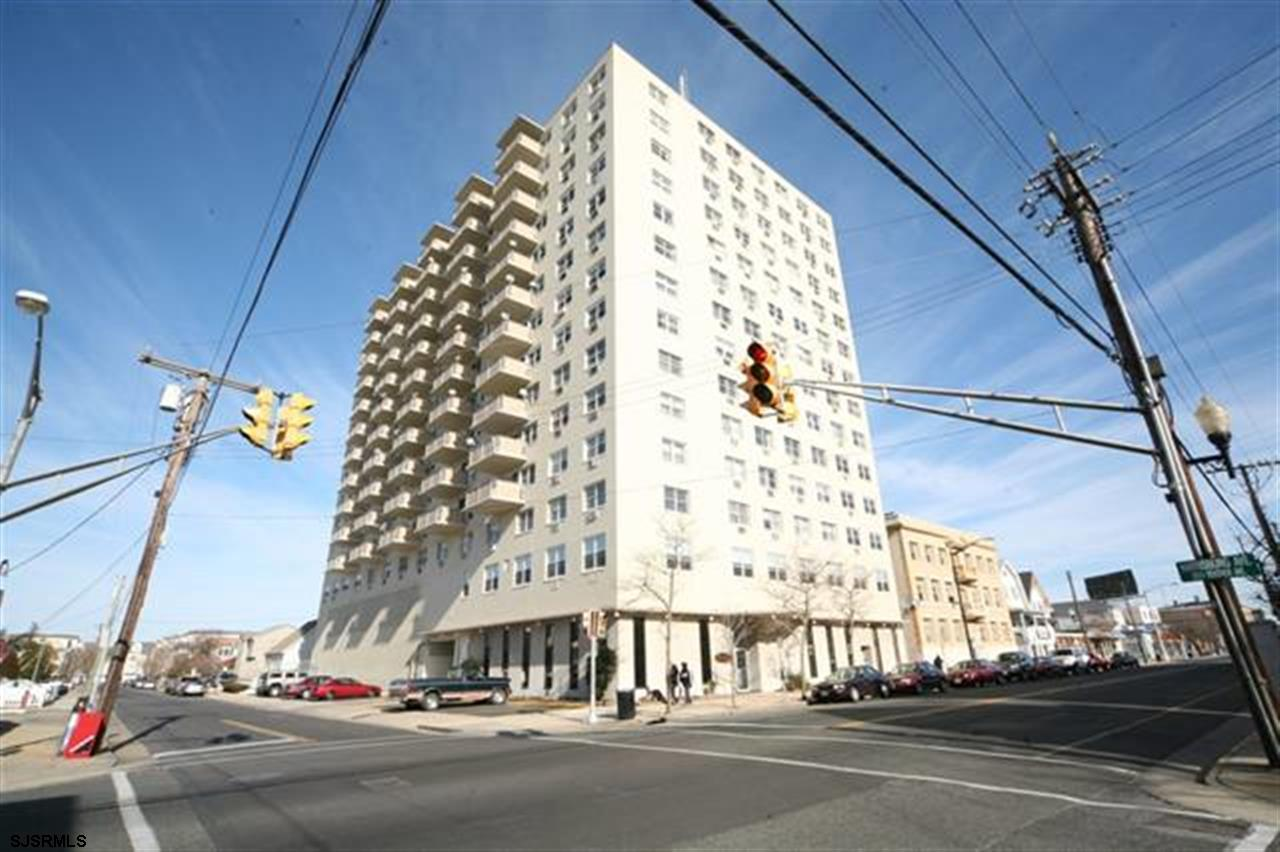 2 bedroom, 1 bath unit at the Landmark Towers!!! A fabulous building with lots to offer. Unit featur