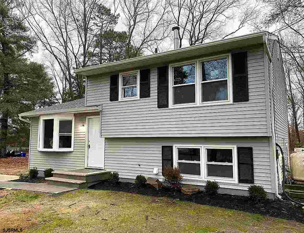 Remodeled Split Level on a 1+ acre lot, complete with new kitchen & appliances, gleaming tile bath,