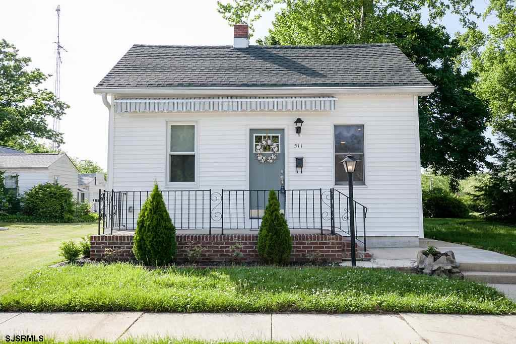 ***NEW LISTING ALERT***EGG HARBOR CITY RENT BUSTER***WHY RENT WHEN YOU CAN OWN A HOME AND HAVE A YAR