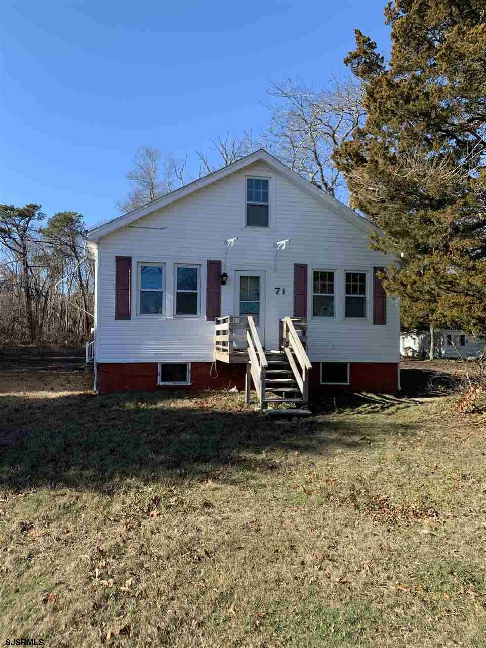 3 bedroom, 1 bath home on a 133x300 lot. Home is down to studs needs total update. Lot is in a comme