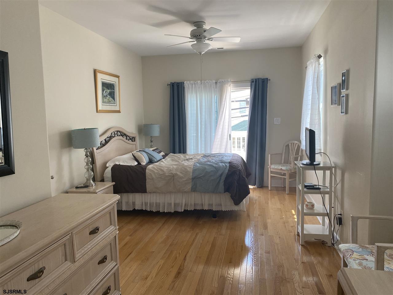 1035 Asbury Avenue - Picture 9