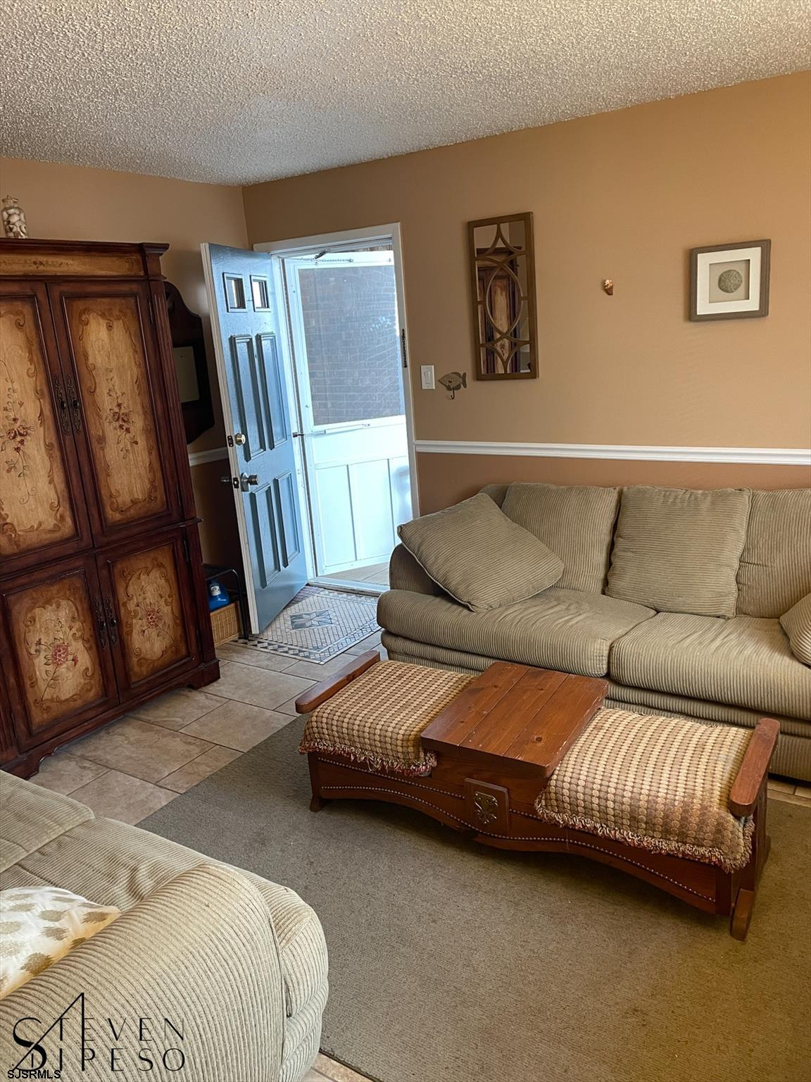 825 Plymouth Pl - Picture 2