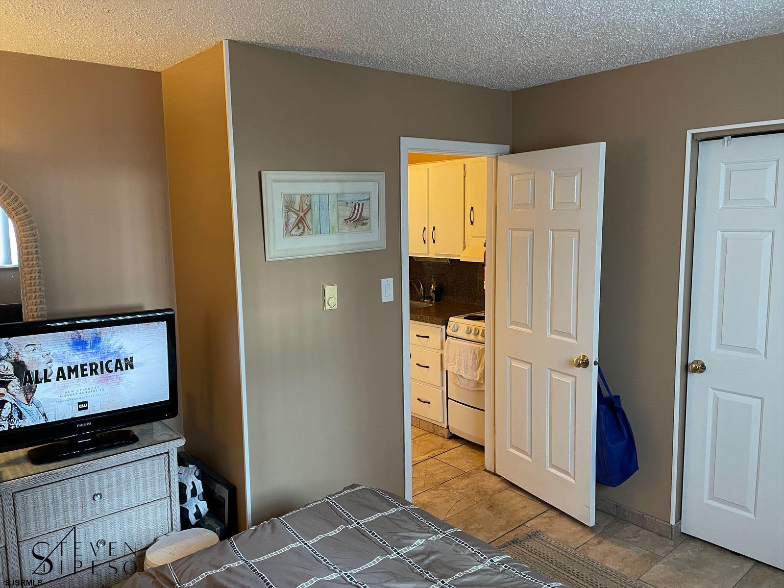 825 Plymouth Pl - Picture 11
