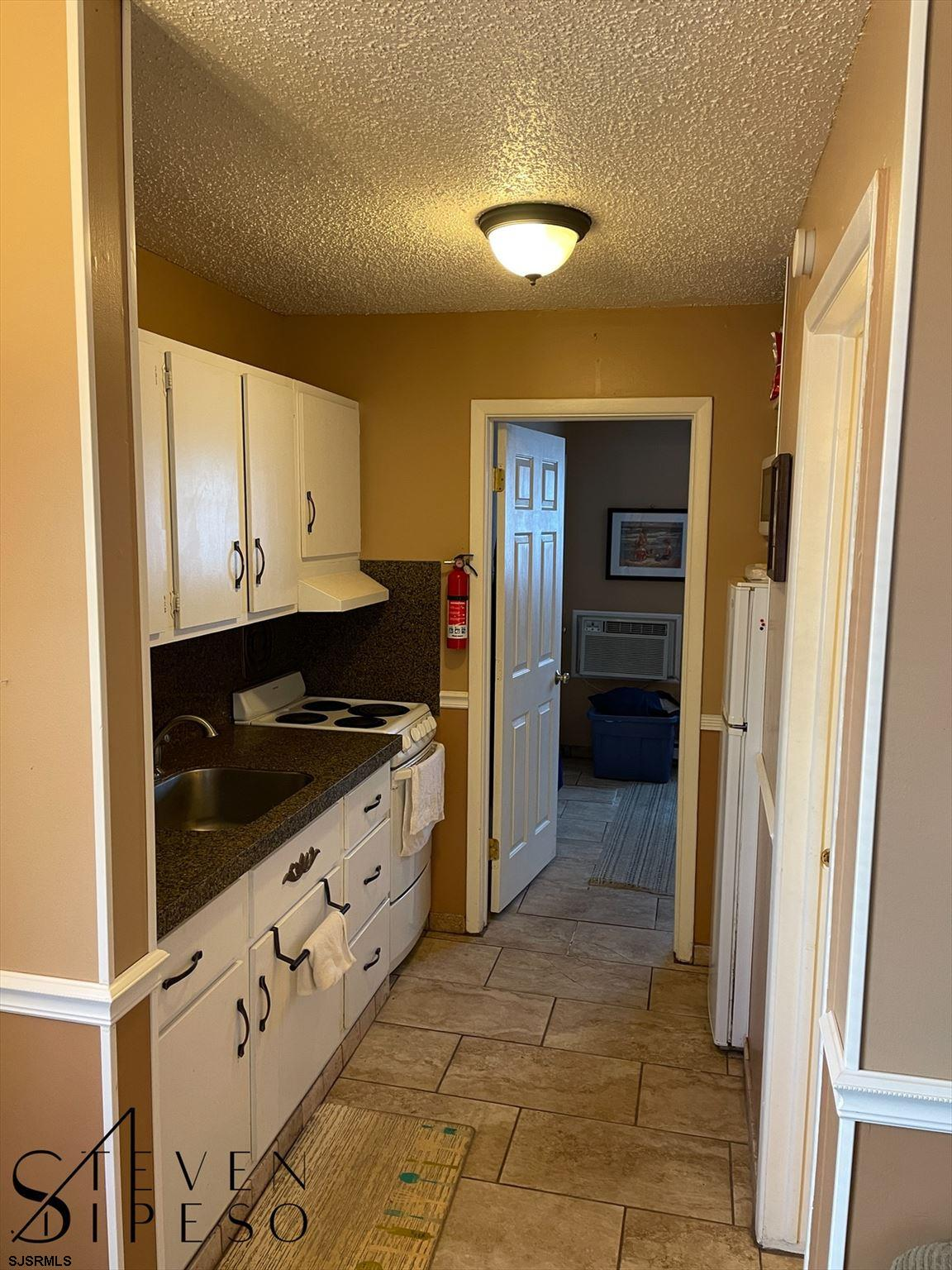 825 Plymouth Pl - Picture 5