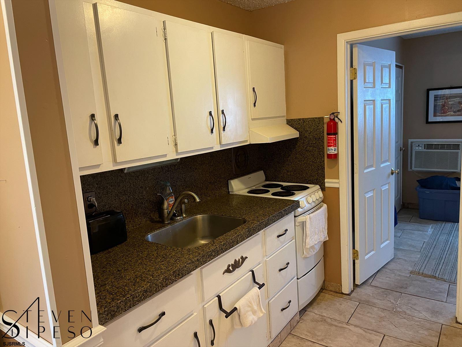825 Plymouth Pl - Picture 6