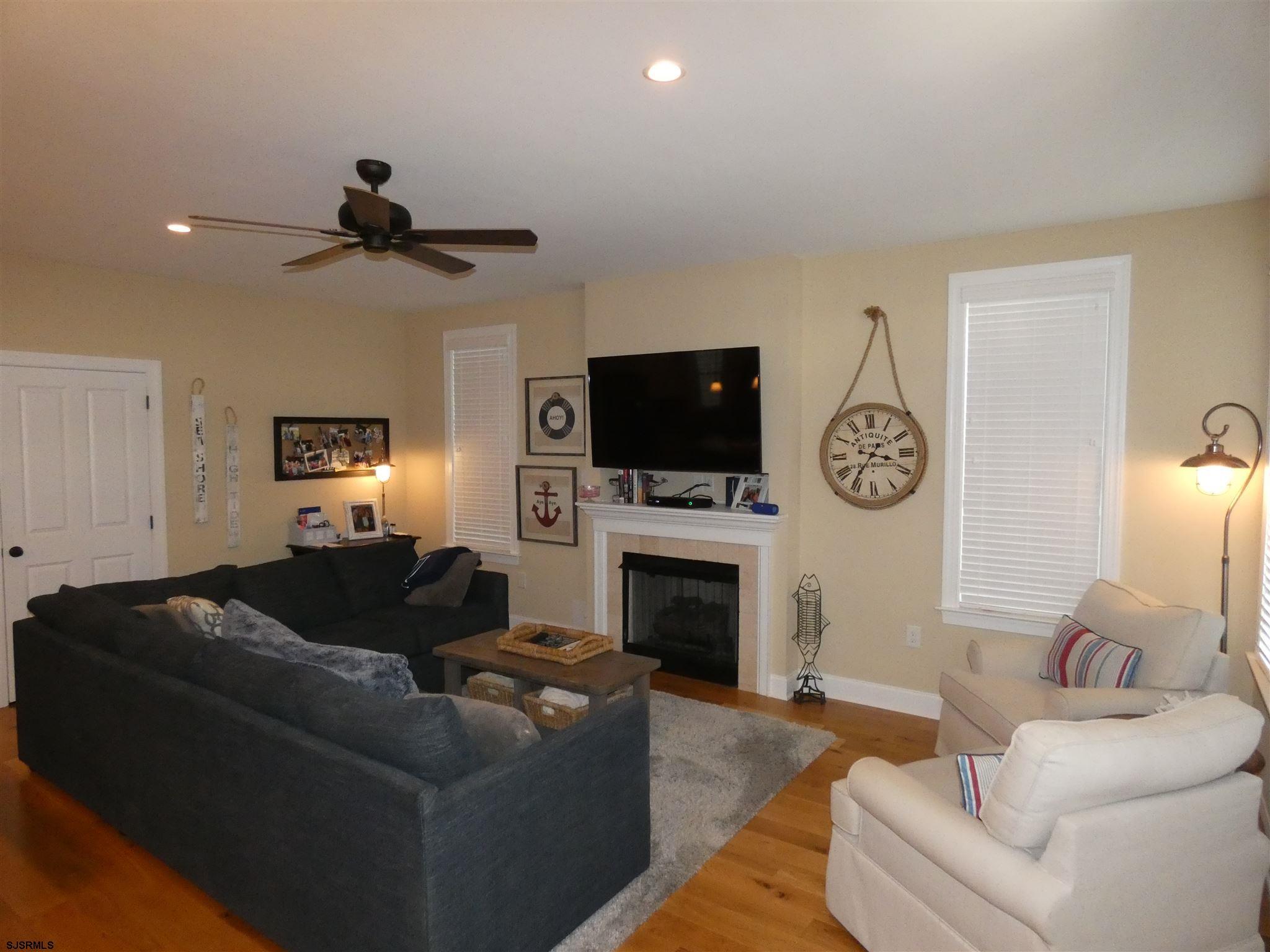 1625 Asbury Avenue - Picture 2