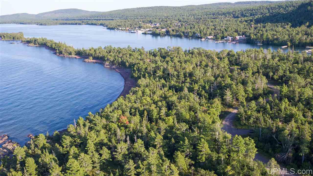 3 Harbor Coast Ln, Copper Harbor, MI 49918