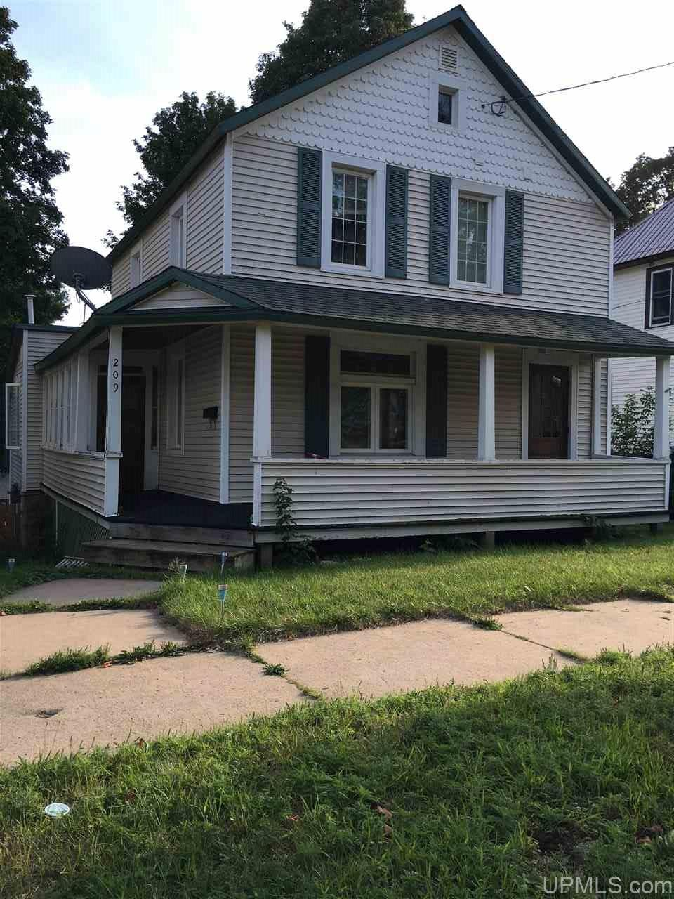 209 Blemhuber Ave, Marquette, MI 49855