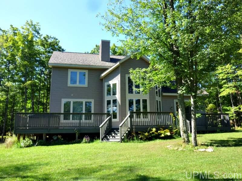 W8065 Millie Hill Estates Dr, Iron Mountain, MI 49801