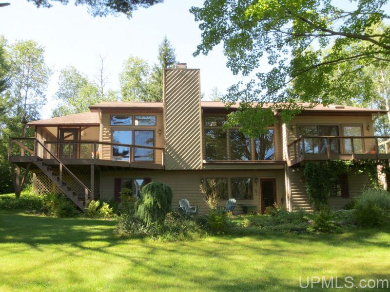 828 Menominee River Rd, Spread Eagle, WI 54121