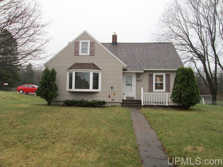 794 Juniper St, Ishpeming, MI 49849