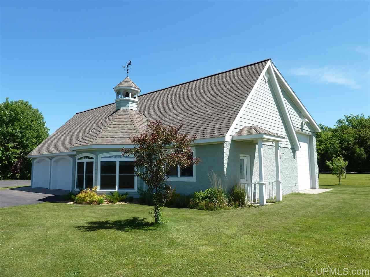 20477 Boundary Rd, Chassell, MI 49916