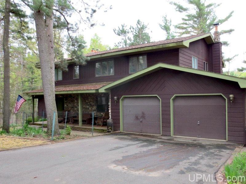 1005 Wickman Dr, Iron Mountain, MI 49801