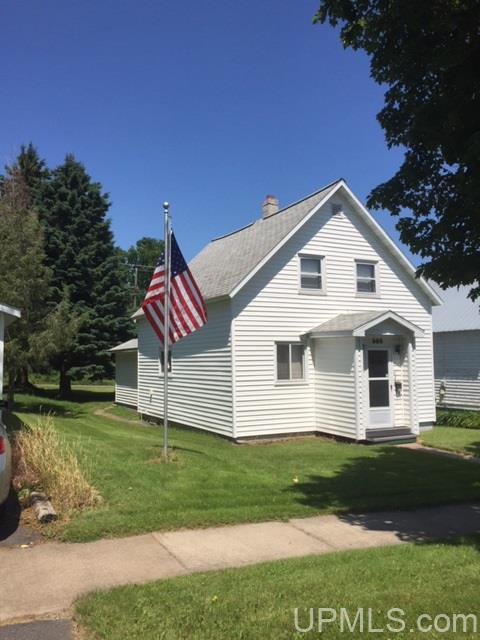 305 Amber St, Iron River, MI 49935