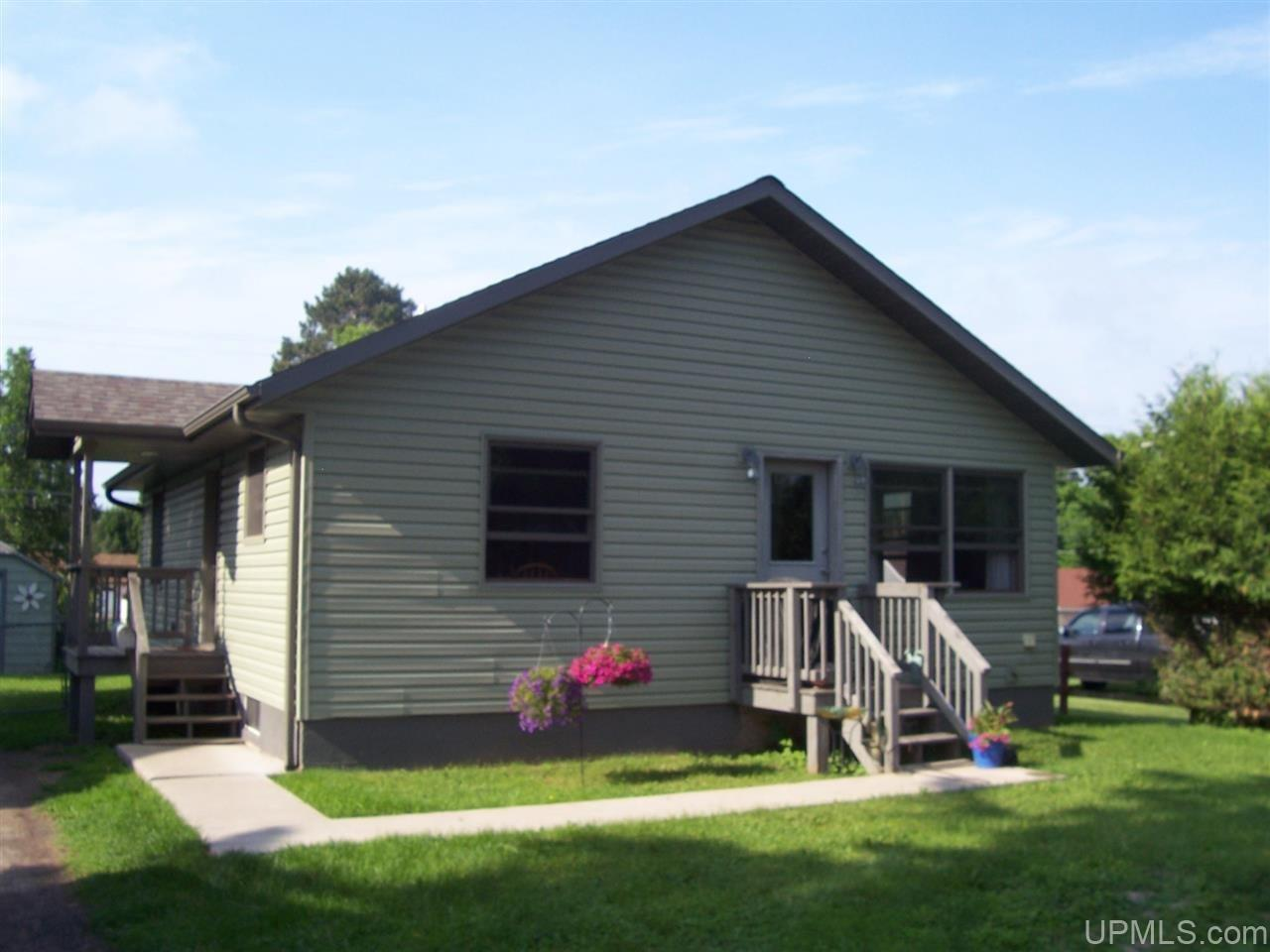 317 Cherry St, Iron River, MI 49935