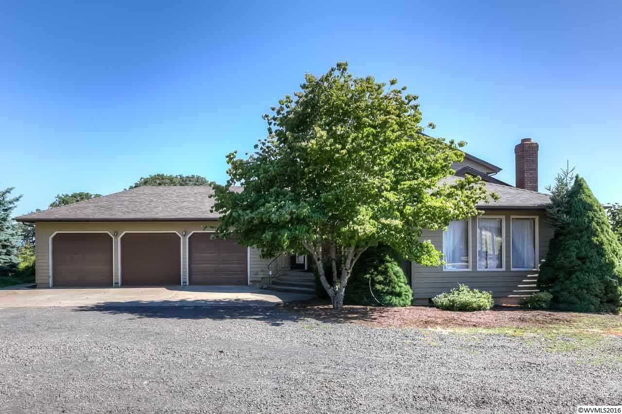 5562 Davis Creek Rd NE, Silverton, OR 97381