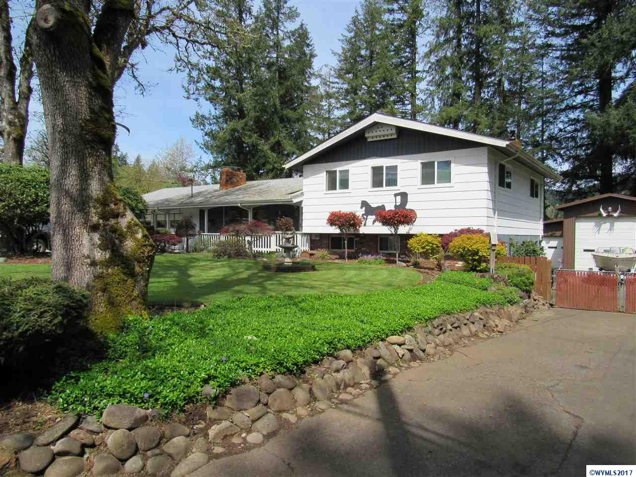 555 SW Ivy Mill City, OR 97360
