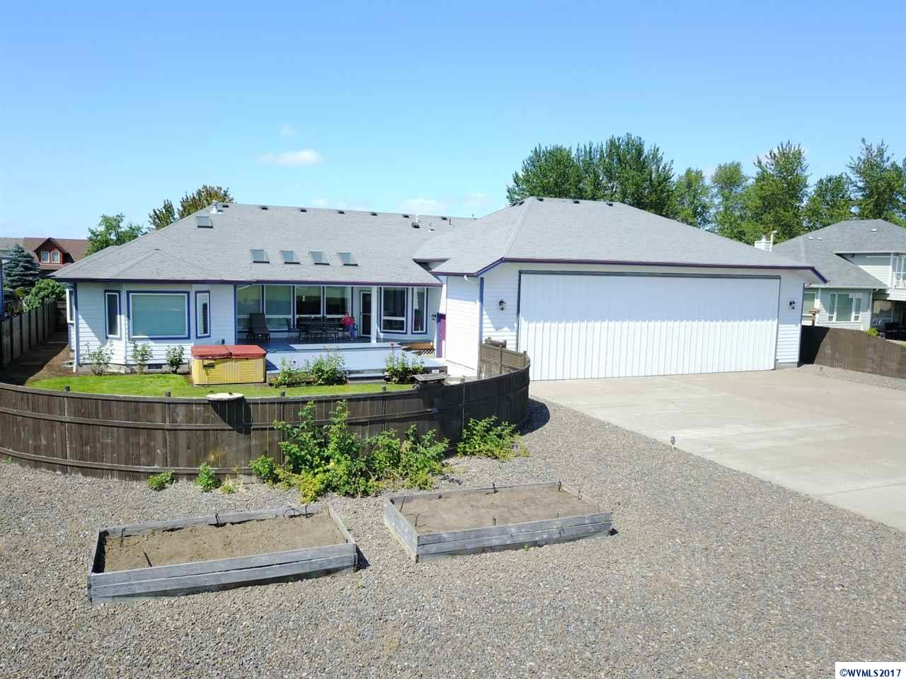 625 Skyraider Dr, Independence, OR 97351