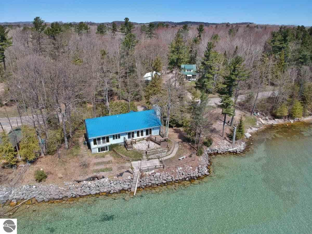 3730 S Lee Point Road, Suttons Bay, MI 49682