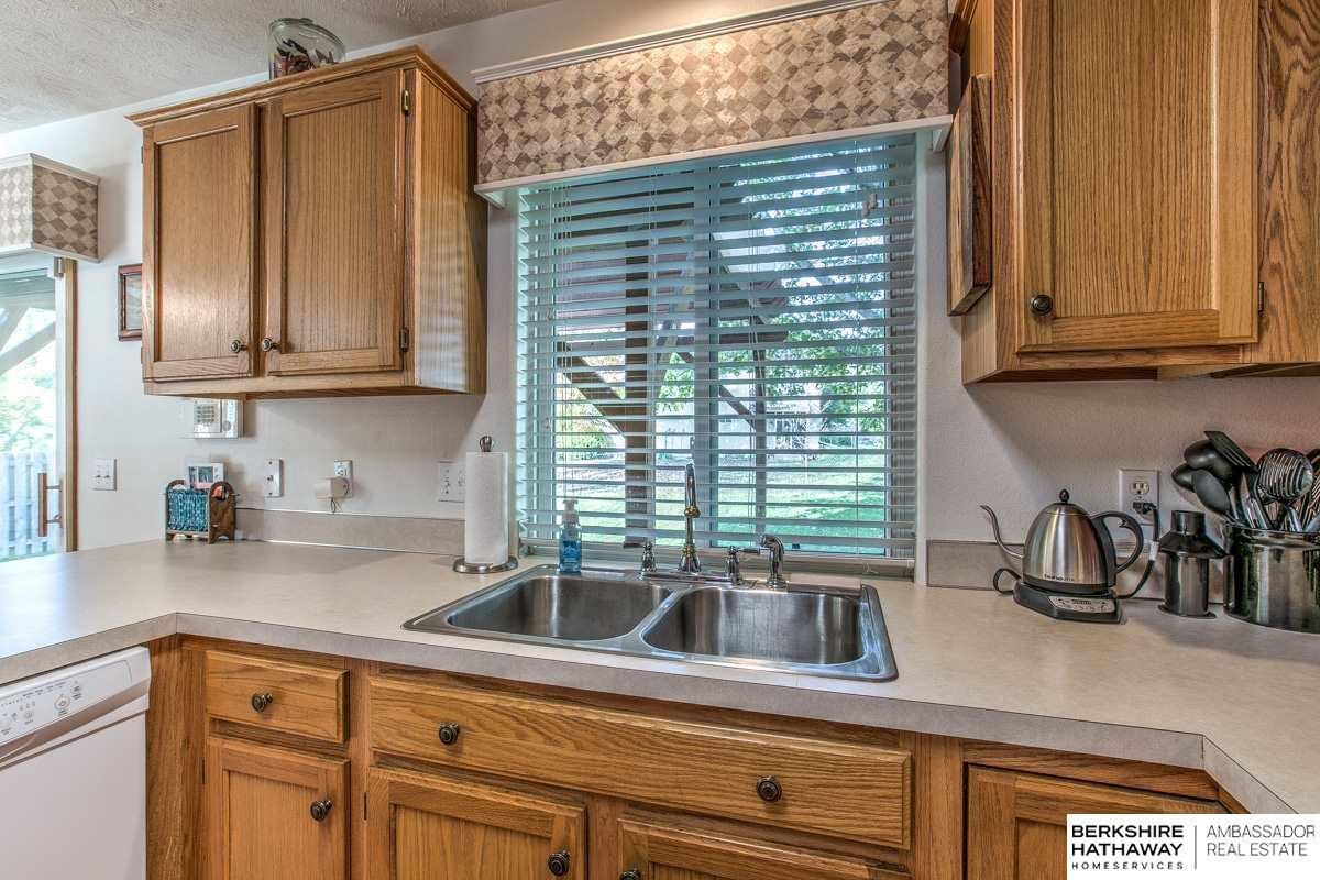 2922 N 152 Street, Omaha, NE 68116 | Berkshire Hathaway Home ...