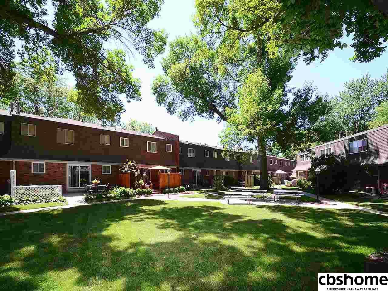 2314 Benson Gardens Boulevard, Omaha, NE 68134