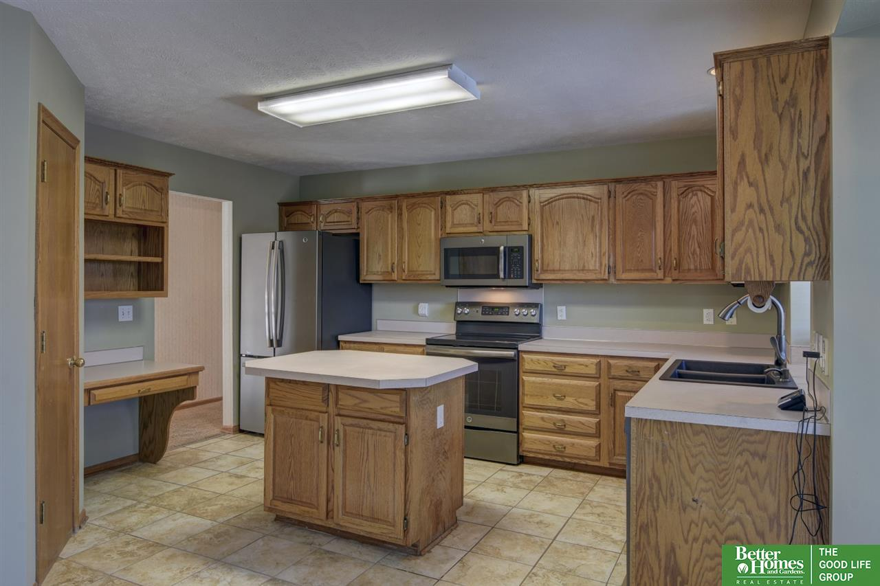 15234 Bedford Avenue, Omaha, NE 68116   Berkshire Hathaway Home ...