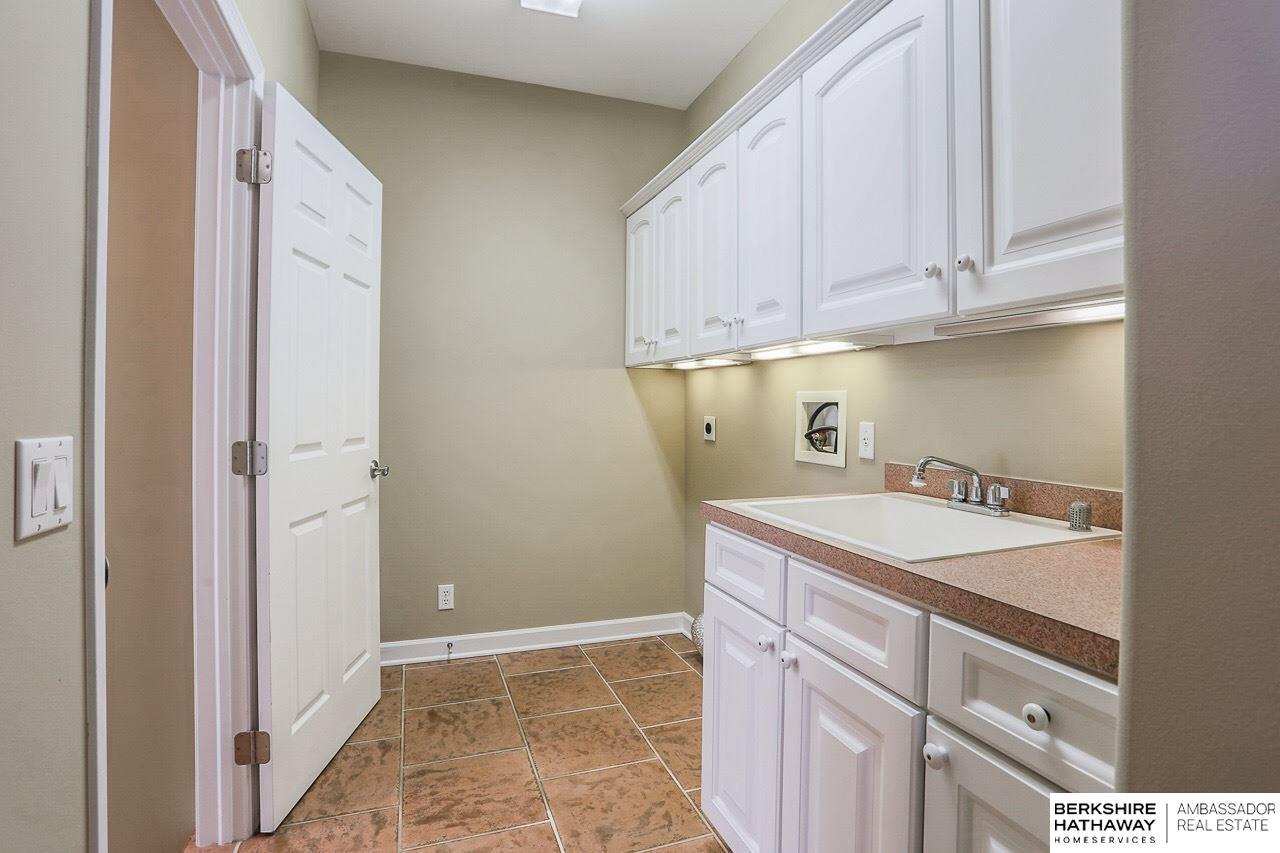1810 S 190 Plaza, Omaha, NE, 68130 | Berkshire Hathaway Home ...