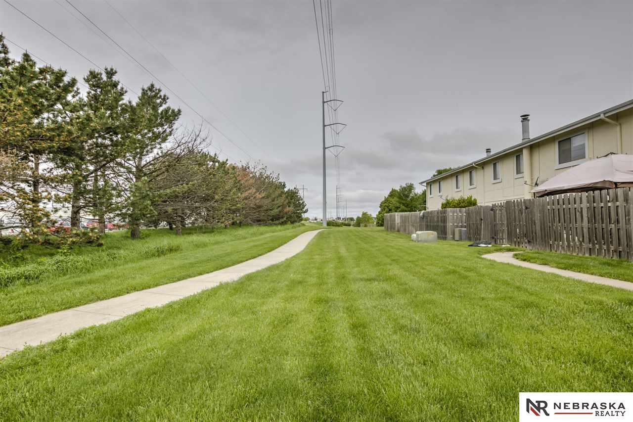 9031 Gary Circle Omaha 68138 Berkshire Hathaway Home